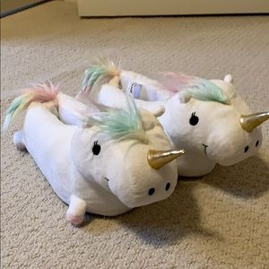 Unicorn slippers 💙